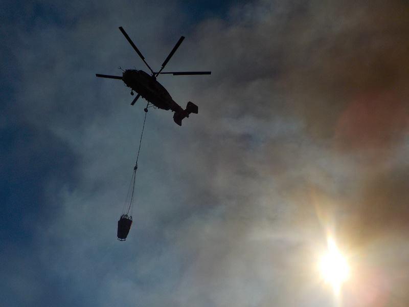 Um Kamov no combate aos incêndios florestais